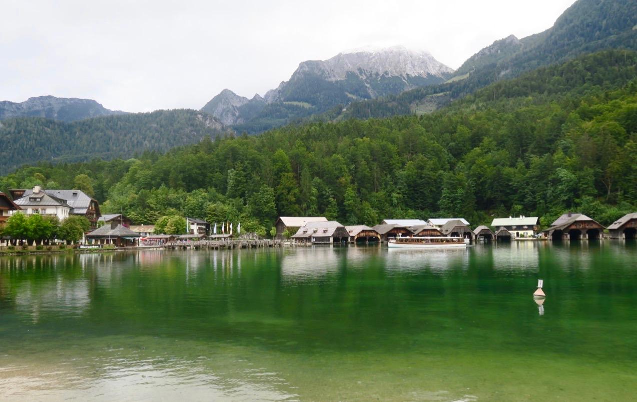 Byn Schönau ligger vid den vackra sjön Königsee i Bayern, i södra Tyskland.
