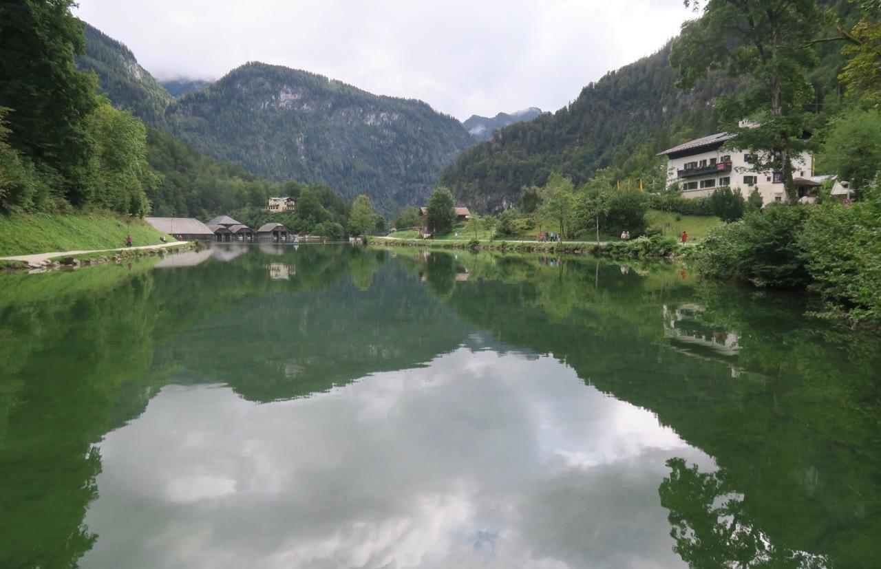 Blank som en spegel låg den vackra sjön Königsee framför mig.