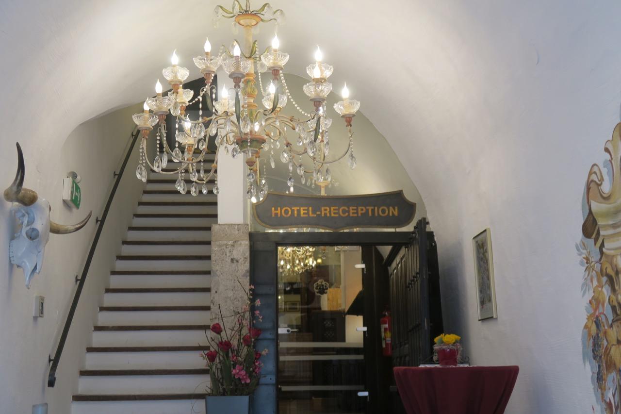 Välkomna med in på hotell Altstadt i Salzburg.
