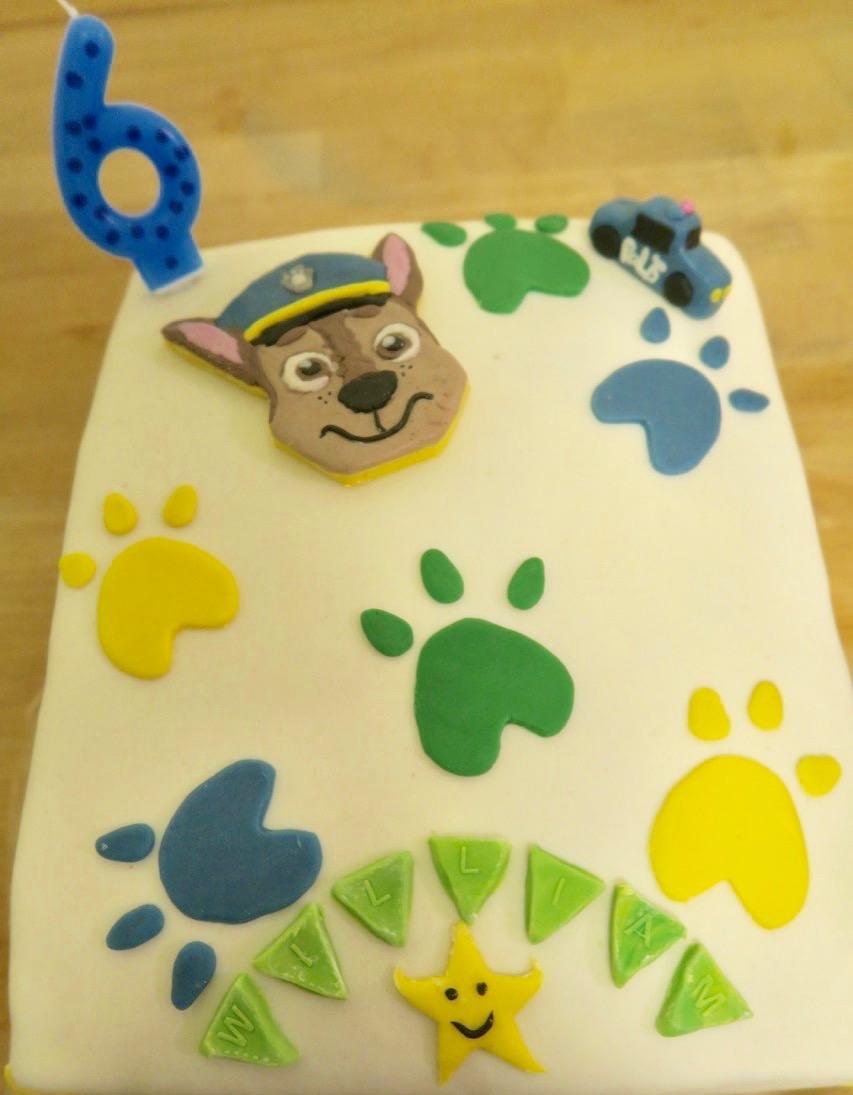 """Att fira sin födelsedag och få önska sig en tematårta är uppskattat. Här """"Paw Patrol"""" - Tasspatrullen."""
