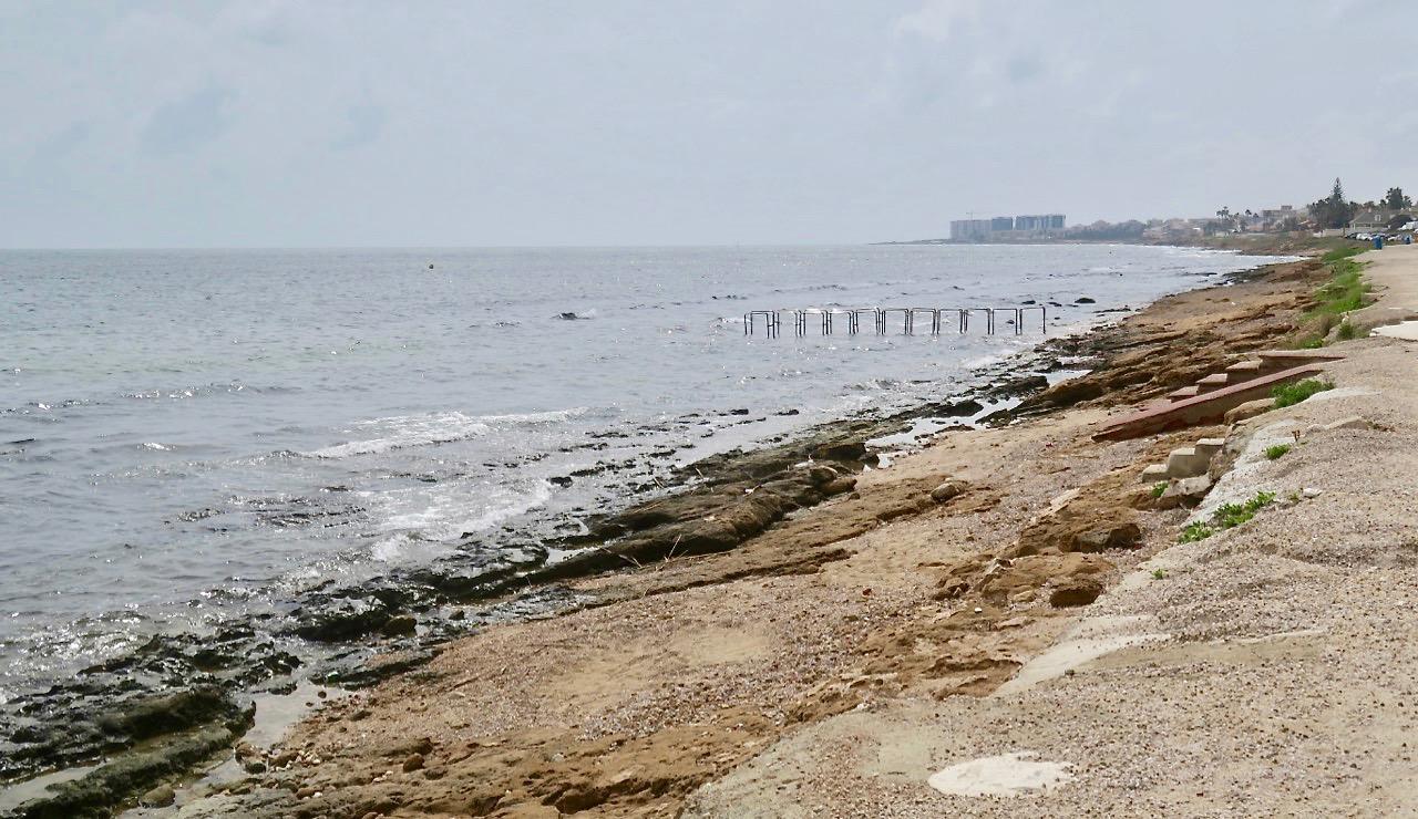 Längs havet var olika nyanser av grått rådande.