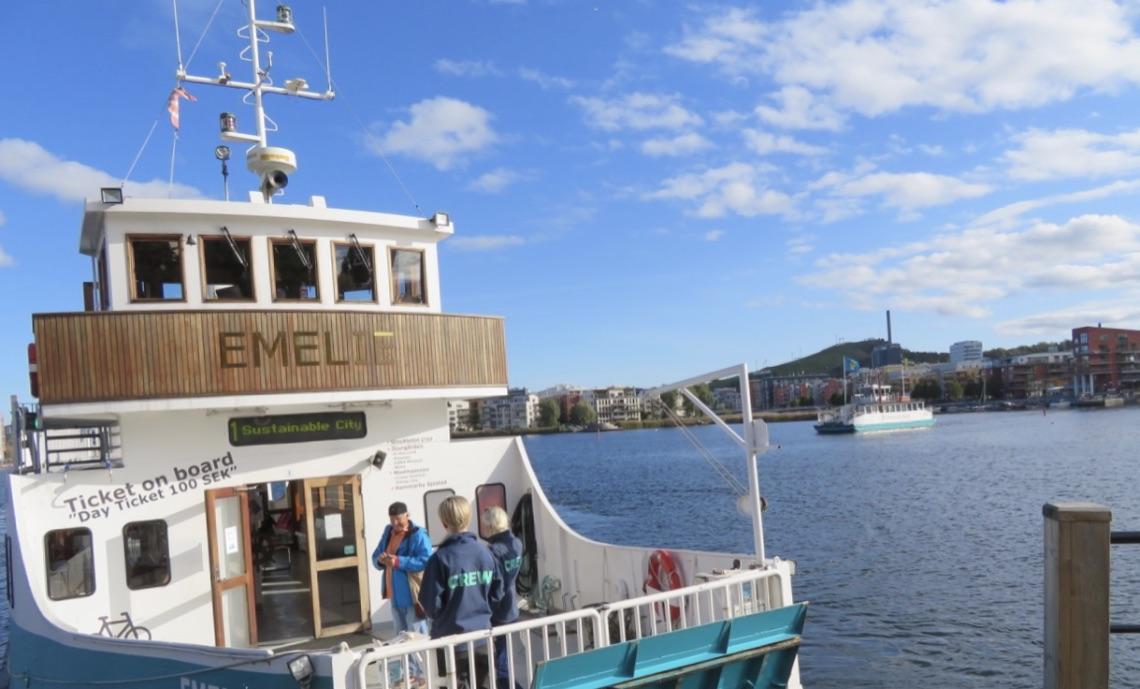 Min båttur hem till Barnängsbryggan är över för denna gång och jag fortsättre hemåt längs Hammarbykanalens kaj.