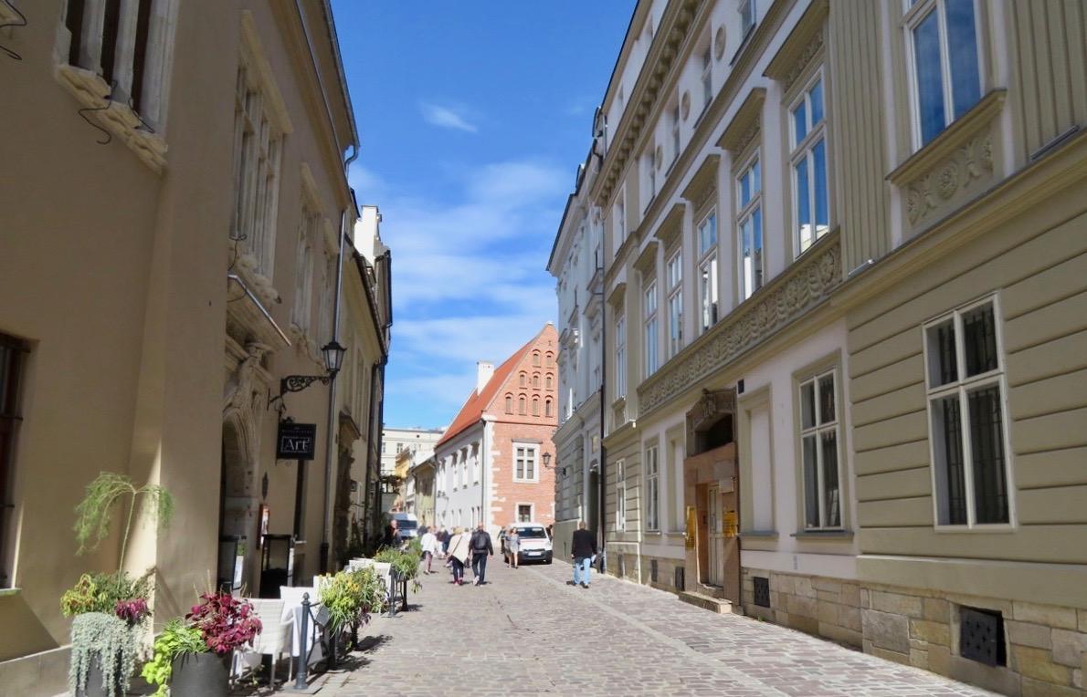 Att ta sig fram till fots i krakow gör också att man ser och upplever så mycket mer. t