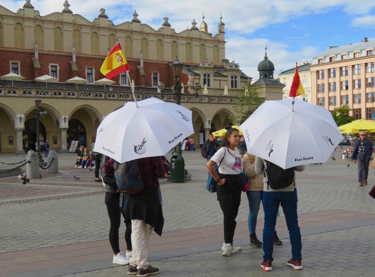 I Krakow ordnas olika gratis rundvandringar.