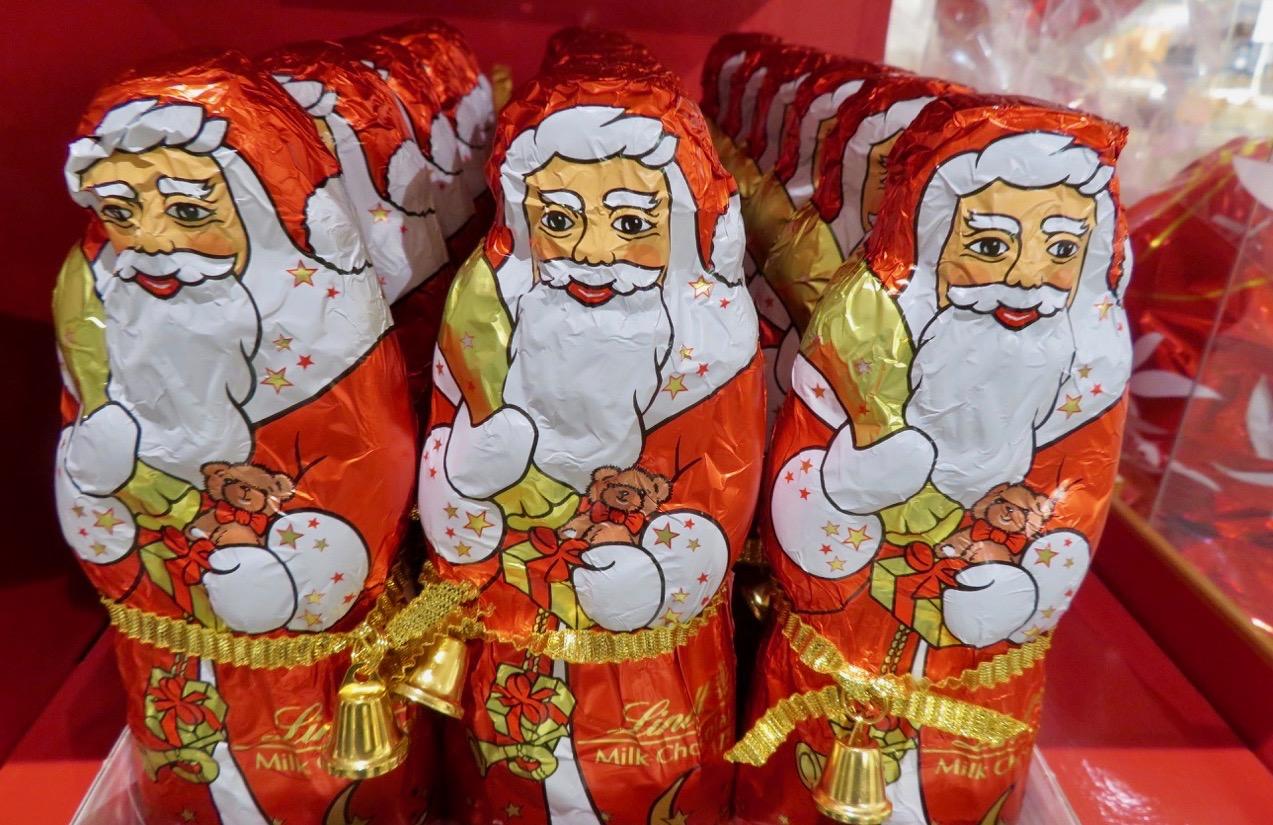 Tomtarna är ett tydligt bevis på att julstöket är igång på Åhléns . De brukar inte framträda annat än till jul.