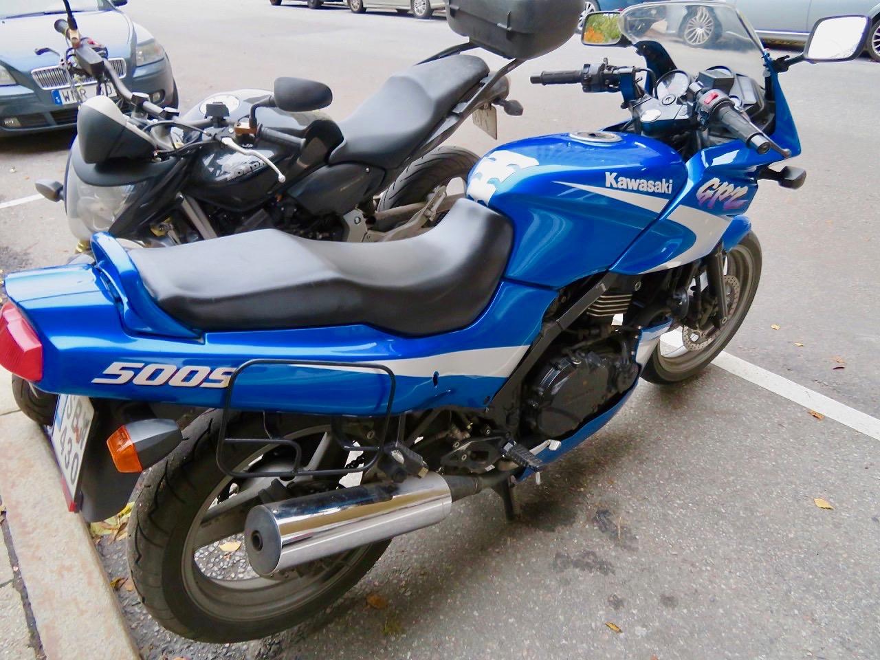 En båge är också ett slanguttryck för motorcykel.