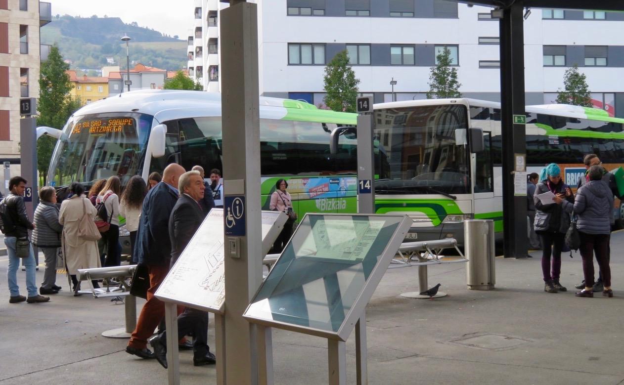 Busstorget i Bilbao. Här inväntade vi gårdagens resa till Santander.