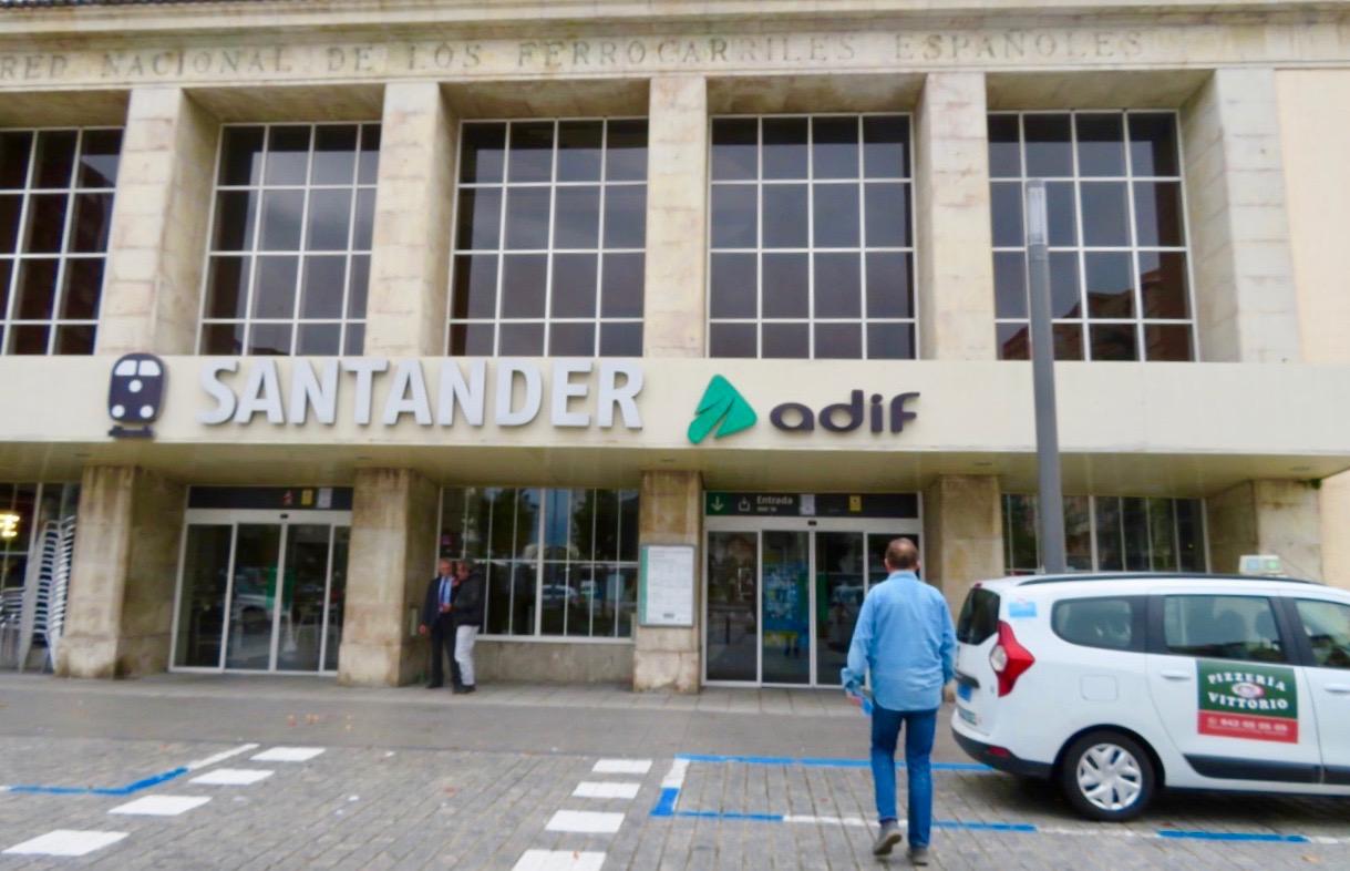 Stor järnvägsstationer i Santander. Härifrån avgår tågen till de lite större orterna.
