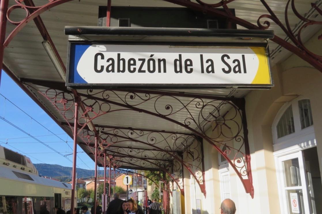 I Cabézon de la Sal fickvi byta till buss. Spåren repareras. Kan vi kalla detta otur?