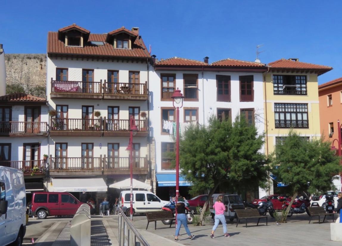 Nedanför borgen i San Vincente ligger den mer moderna delen av denna medeltida by.