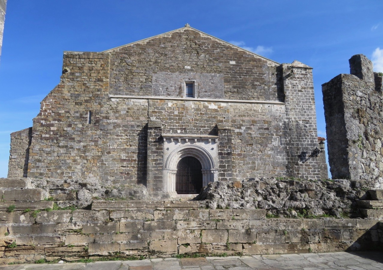 Till en medeltida by i Spanien hörde förr ofta ett eller flera sjukhus. Så också här i San Vincente de lan Barquera.