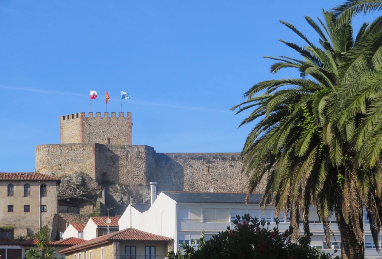 En spansk medeltida by har oftast en borg. Så även San Vincente.
