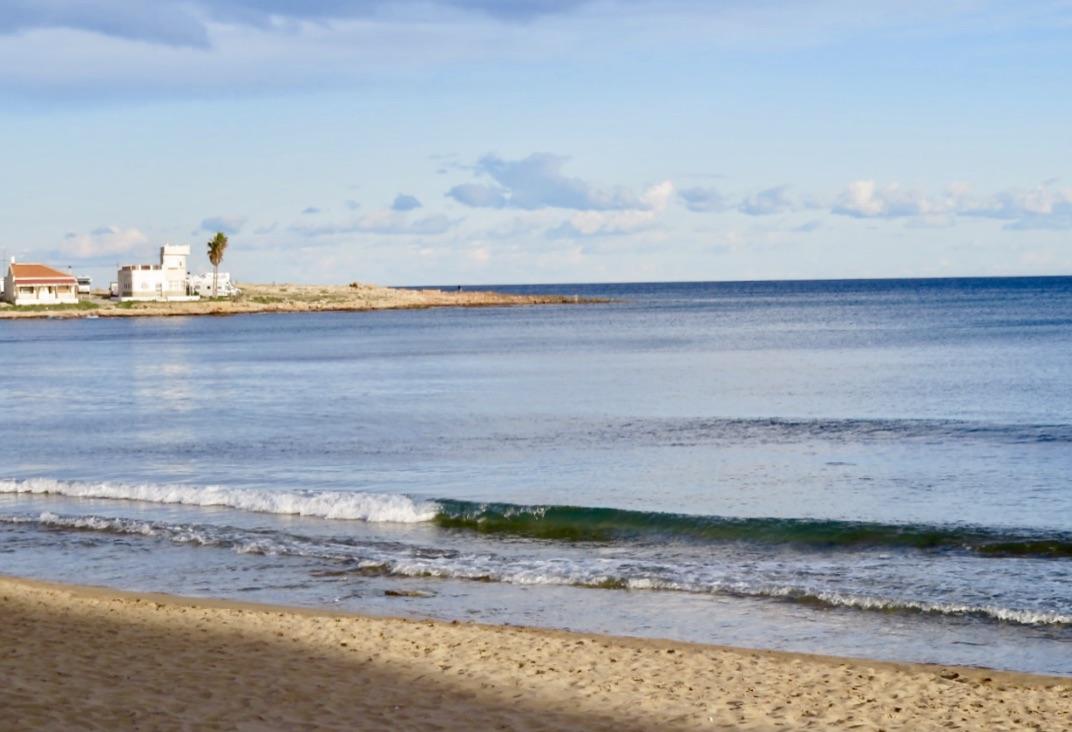 Här vid Playa de Los Locos, en av stränderna i Torrevieja, blåste det inte alls.