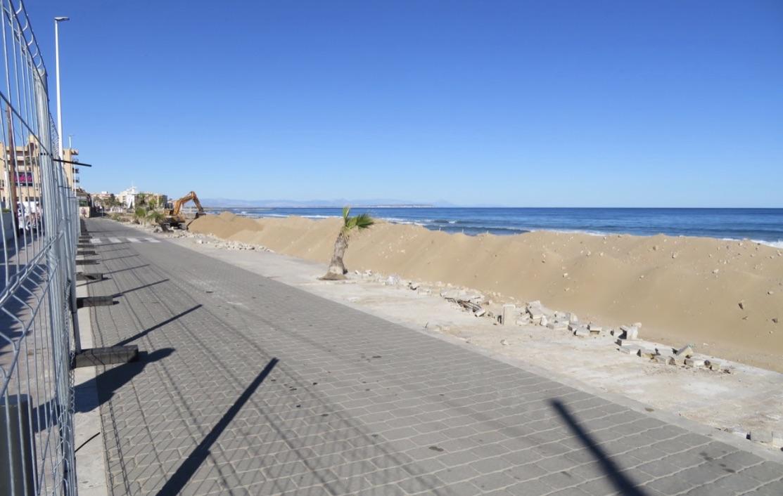 Förstärkning av gångvägen in mot La Mata är på gång. Men det kommer att ta sin tid.