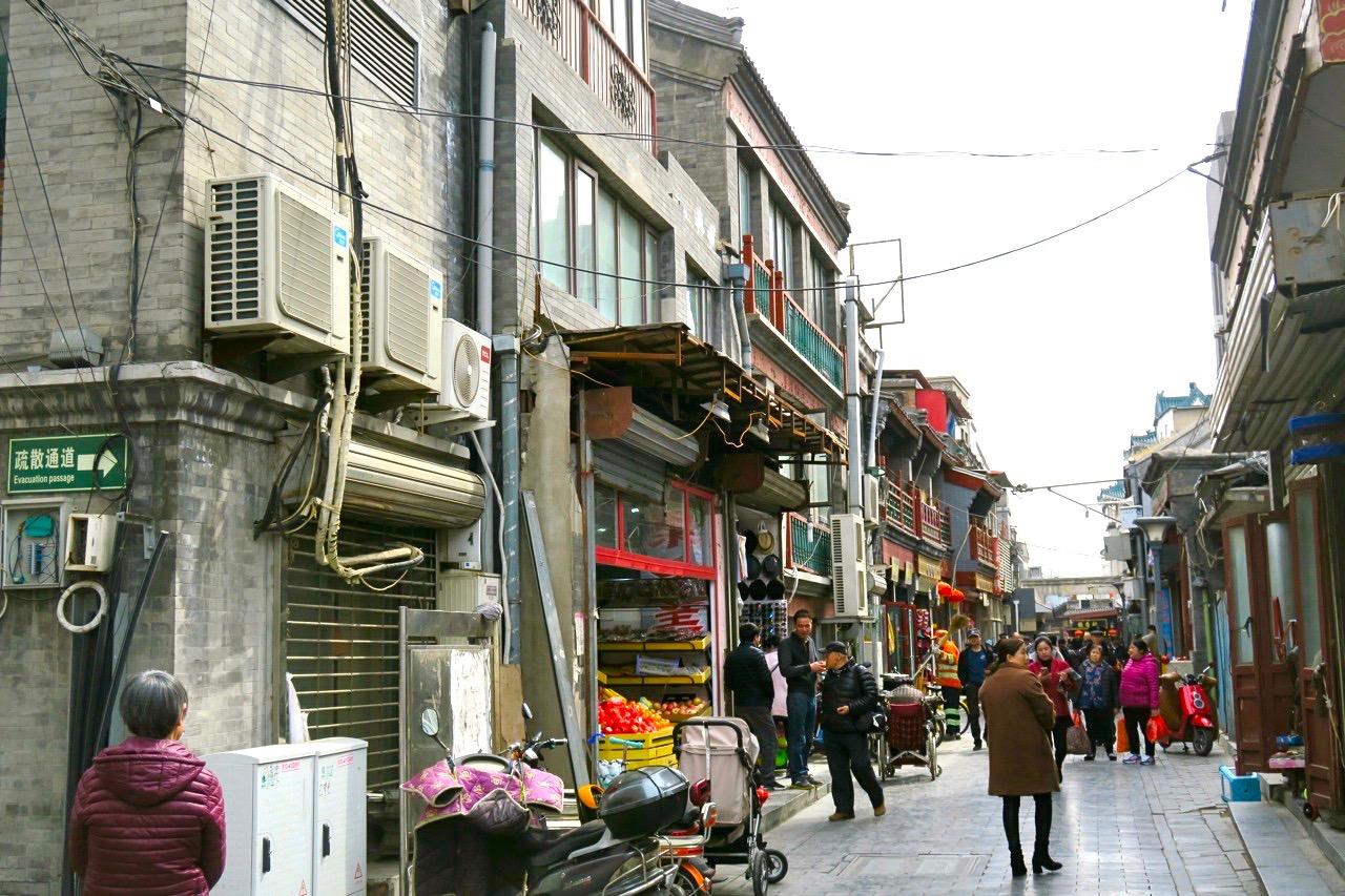 Gott om tråd i variation i en av Pekings äldre innerstadsdelar.