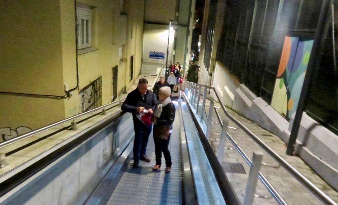 Rulltrappor/rullband finns på olika ställen i staden Santander som gör att det är lättillgängligt att ta sig uppåt i staden.