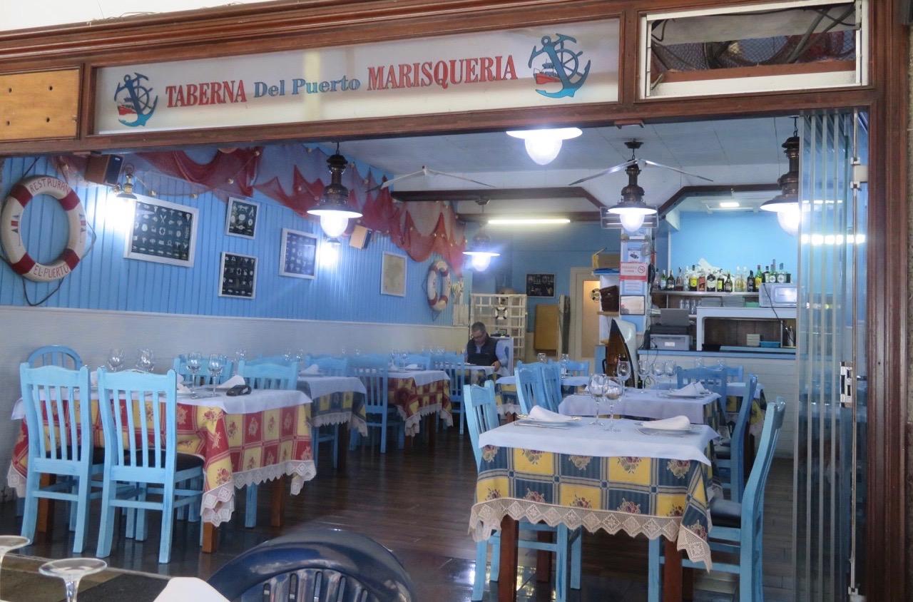 Blå skyltar fanns även på Taberna Del Puerto Marisqueria i San vincente.