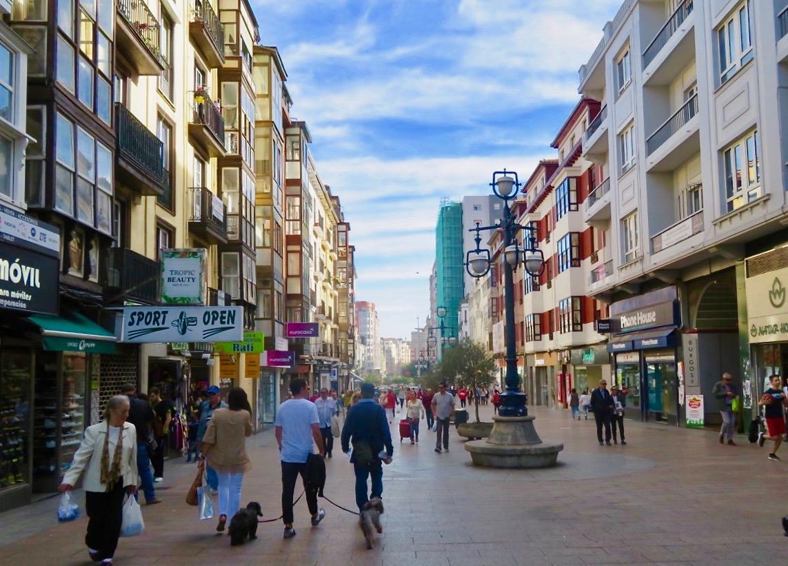 Staden Santander bjuder på en gammal citykärna med många gågator.
