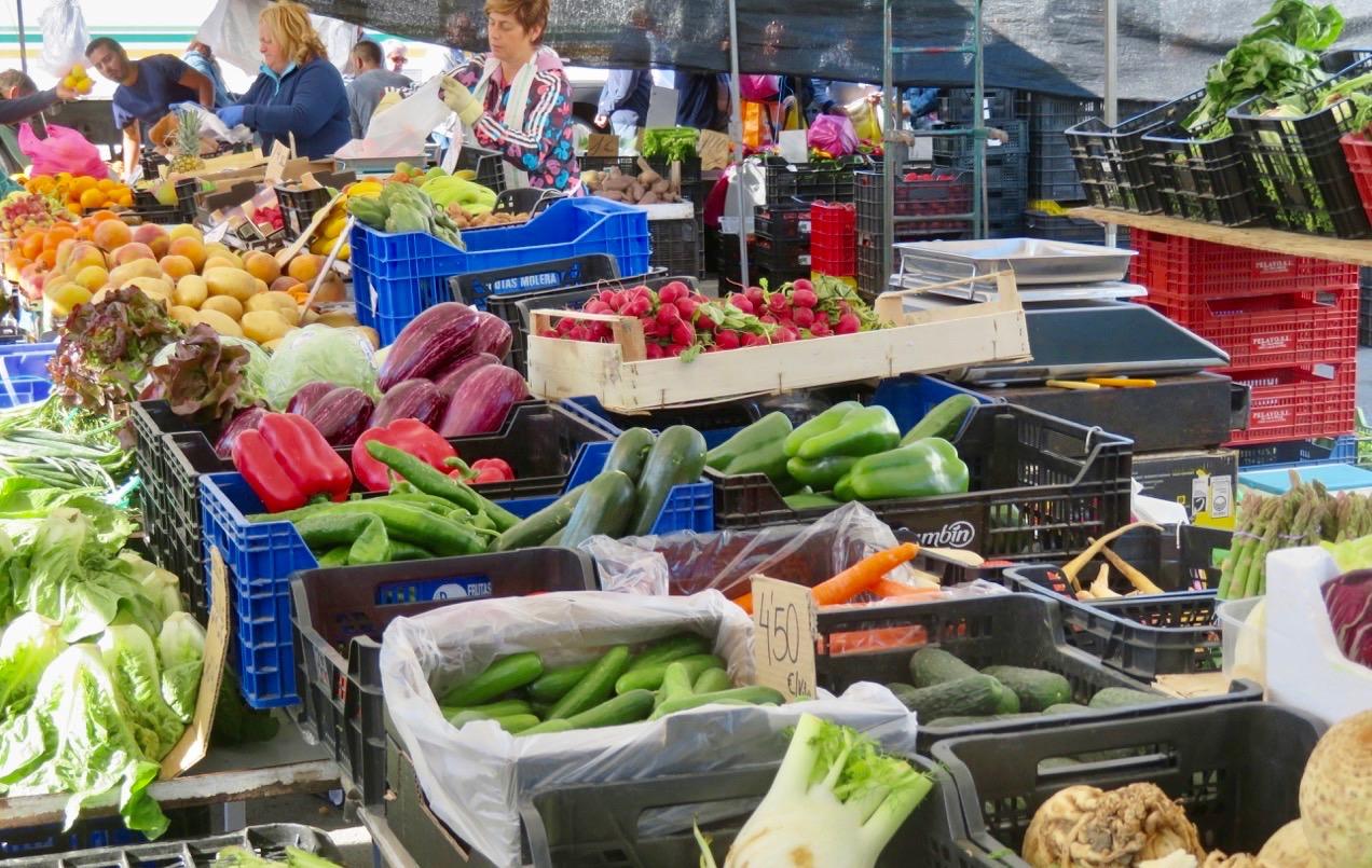 Ett marknadsbesök i Torrevieja innebär ofta att lite frukt och grönt får följa med hem.