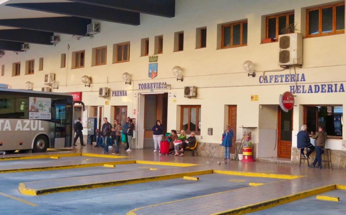 Stora busstationen i Torrevieja. Här var jag beredd på en utmaning vad gällde avgångstiden. Den stämmer inta alltid med tidtabellerna