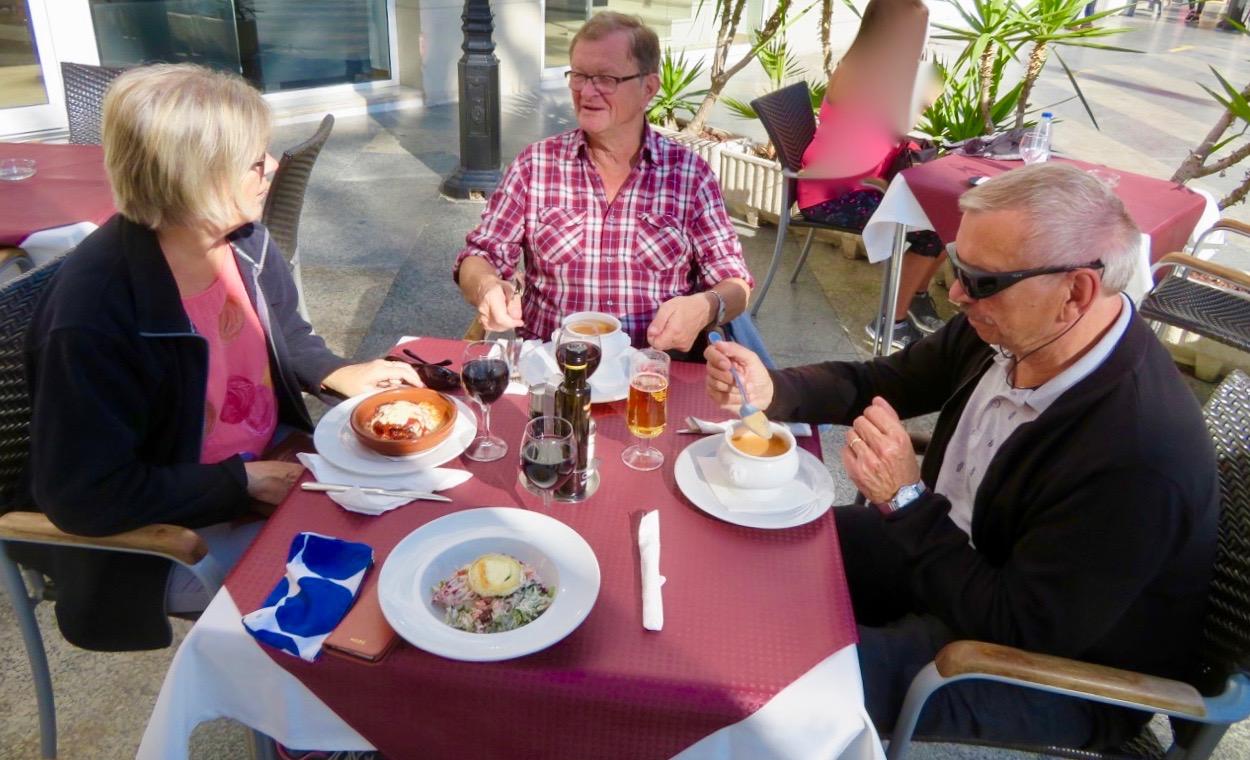 Nöje och nytta i Torrevieja. Perfekt att kombinera promenad och lunch