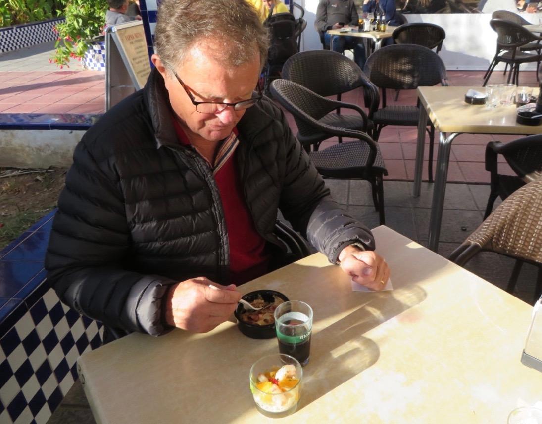 Fint att på en tapasrunda i Torrevieja i november kunna sitta ute i solskenet.