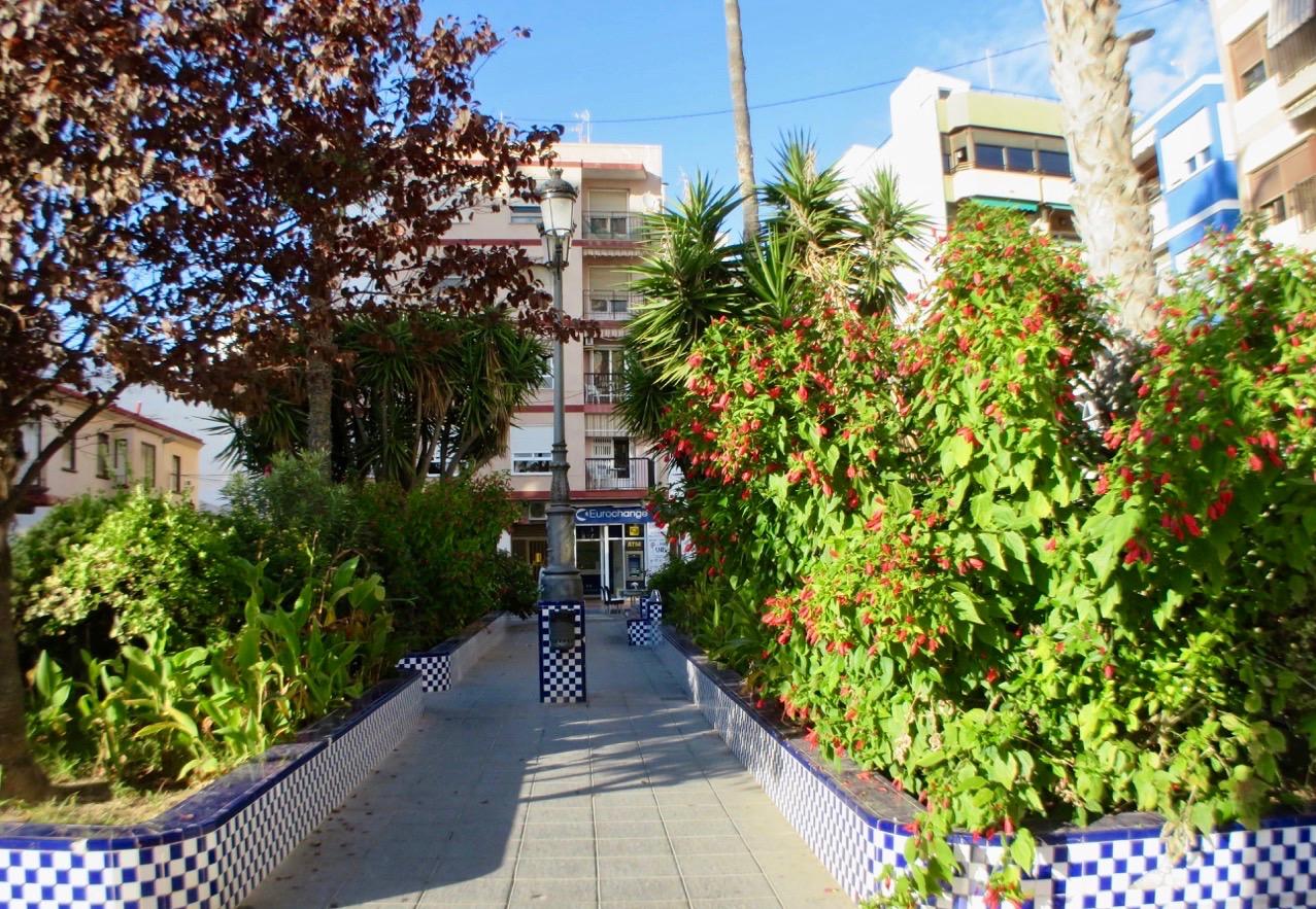NÄsta stopp på vår tapasrunda blev Bar Catalina. Vackert inväddad i grönska.