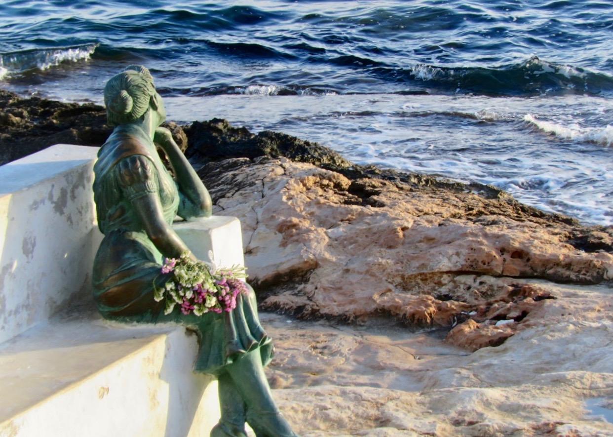Fint att slå sig ner vid havet i Torrevieja och fundera. Även om det inte just är på veckans givna fem frågor.