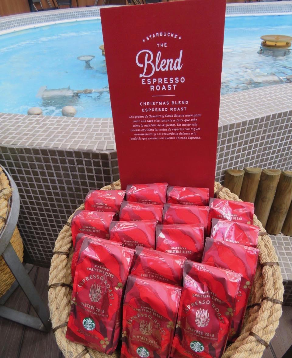 Starbucks önskade mig välkommen till att testa deras nya julblandning . En röd och fin förpackning gör att den får en plats i Skyltsöndag. av kaffe.