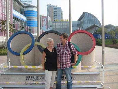 På väg till Bank of China för att där i en kassa hämta och betala mina OS biljetter