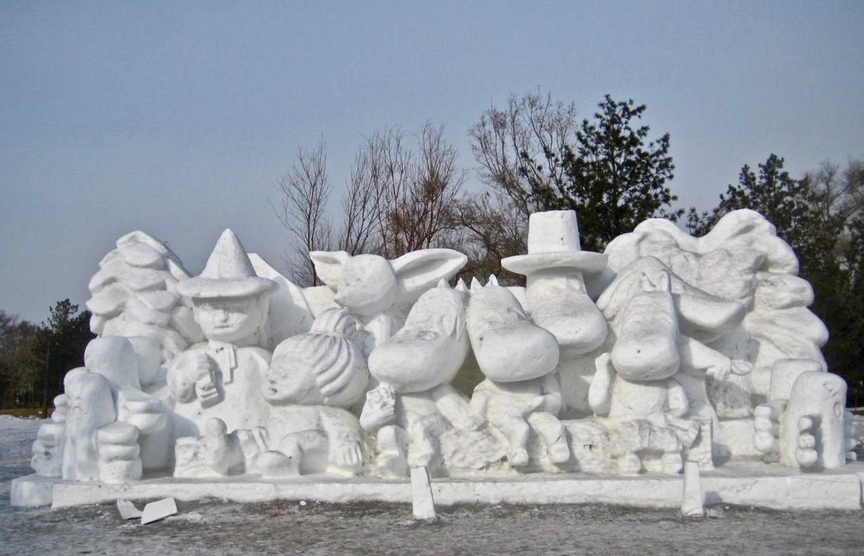 Hela Muminfaniljen har rest till Harbi för att vara med på denna snö och is festival.