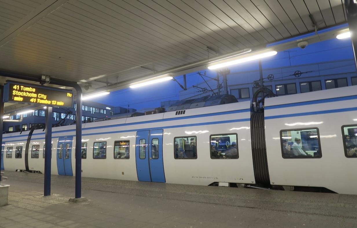 Pendeltåget tog mig i rask takt, på 9 minuter, från Stockholm C till Solna station.
