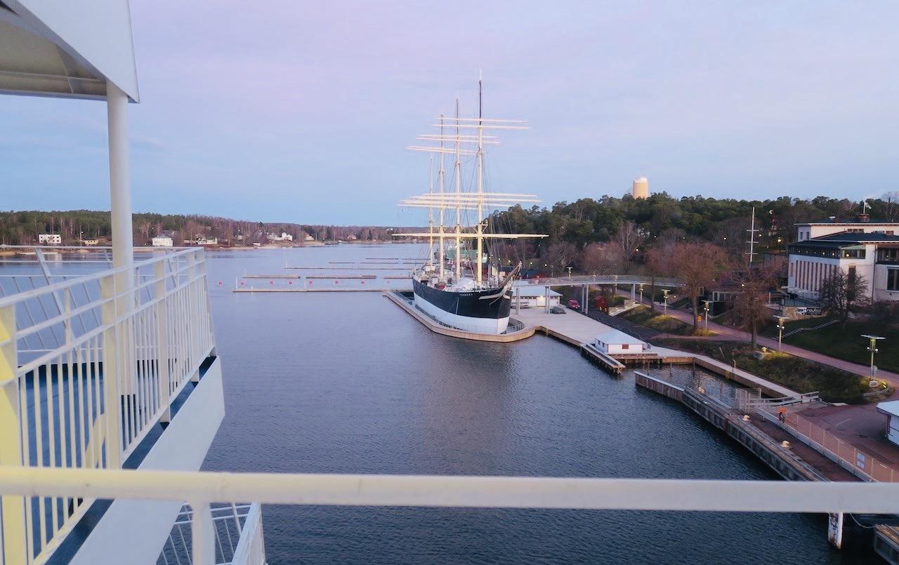 God morgon nyårsdagen och Mariehamn. och visst kommer det att bli en vakcer resa hem till Stockholm.