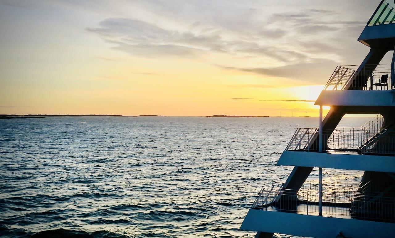 En vacker resa över Ålands hav blev det. Här en sen soluppgång.