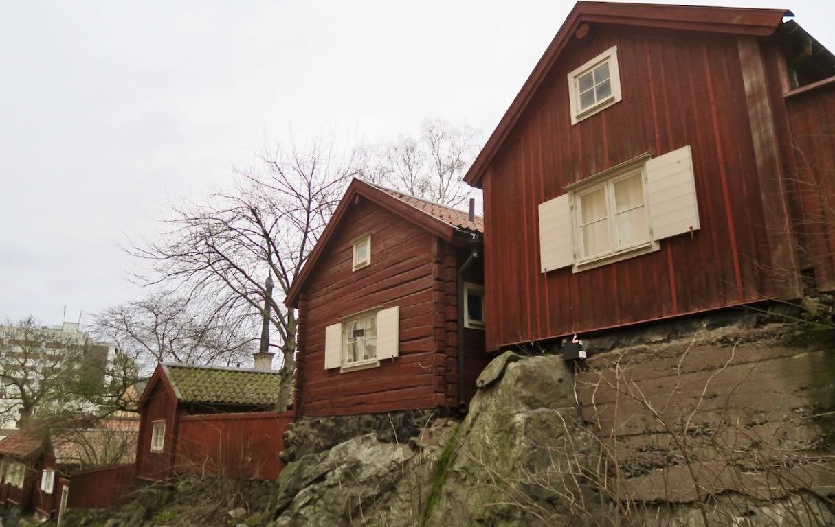 Kultur idag. De gamla stugorna uppe på Åsögatan/Åsöberget.