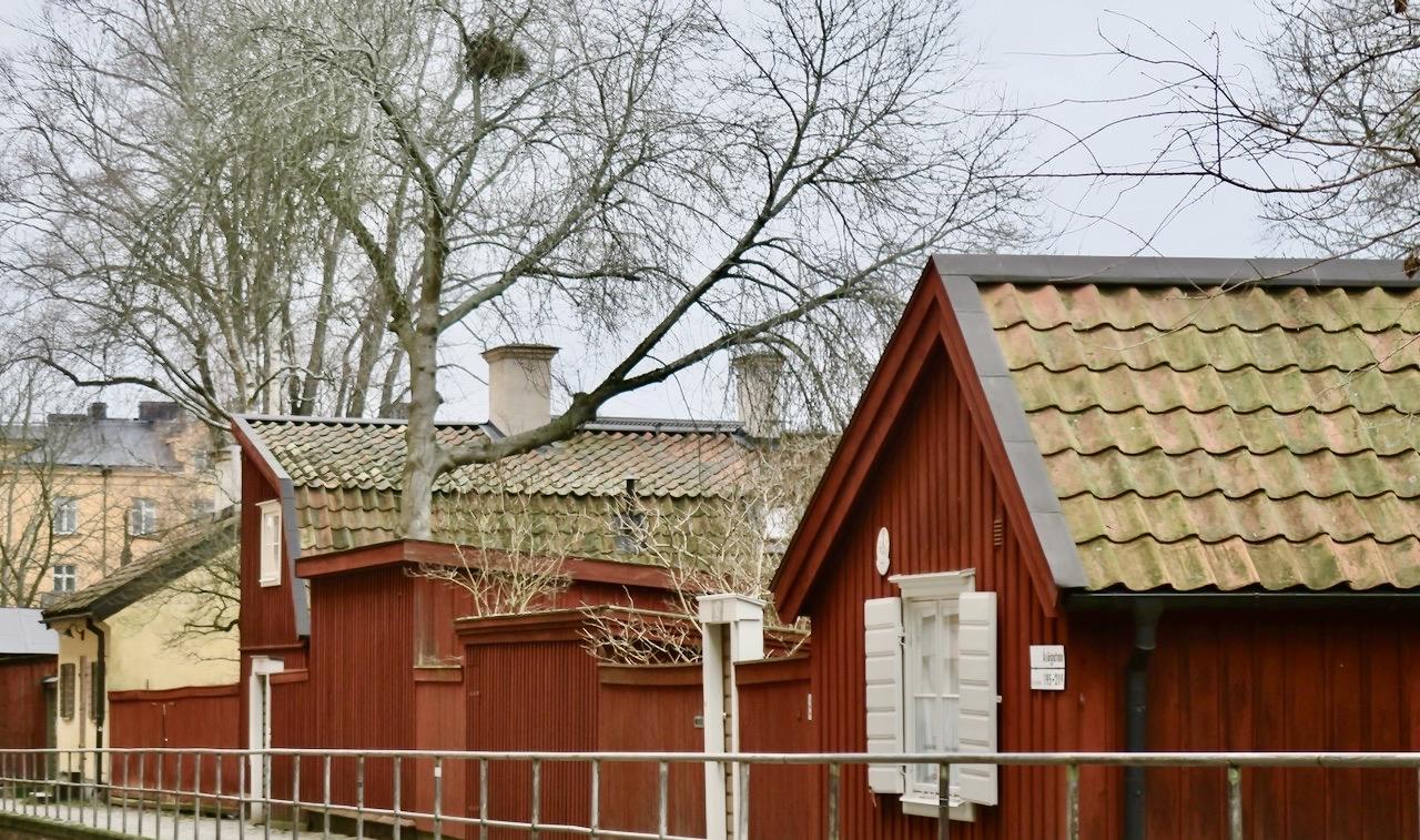 Många kultur hus ligger här uppe på åsöberget.
