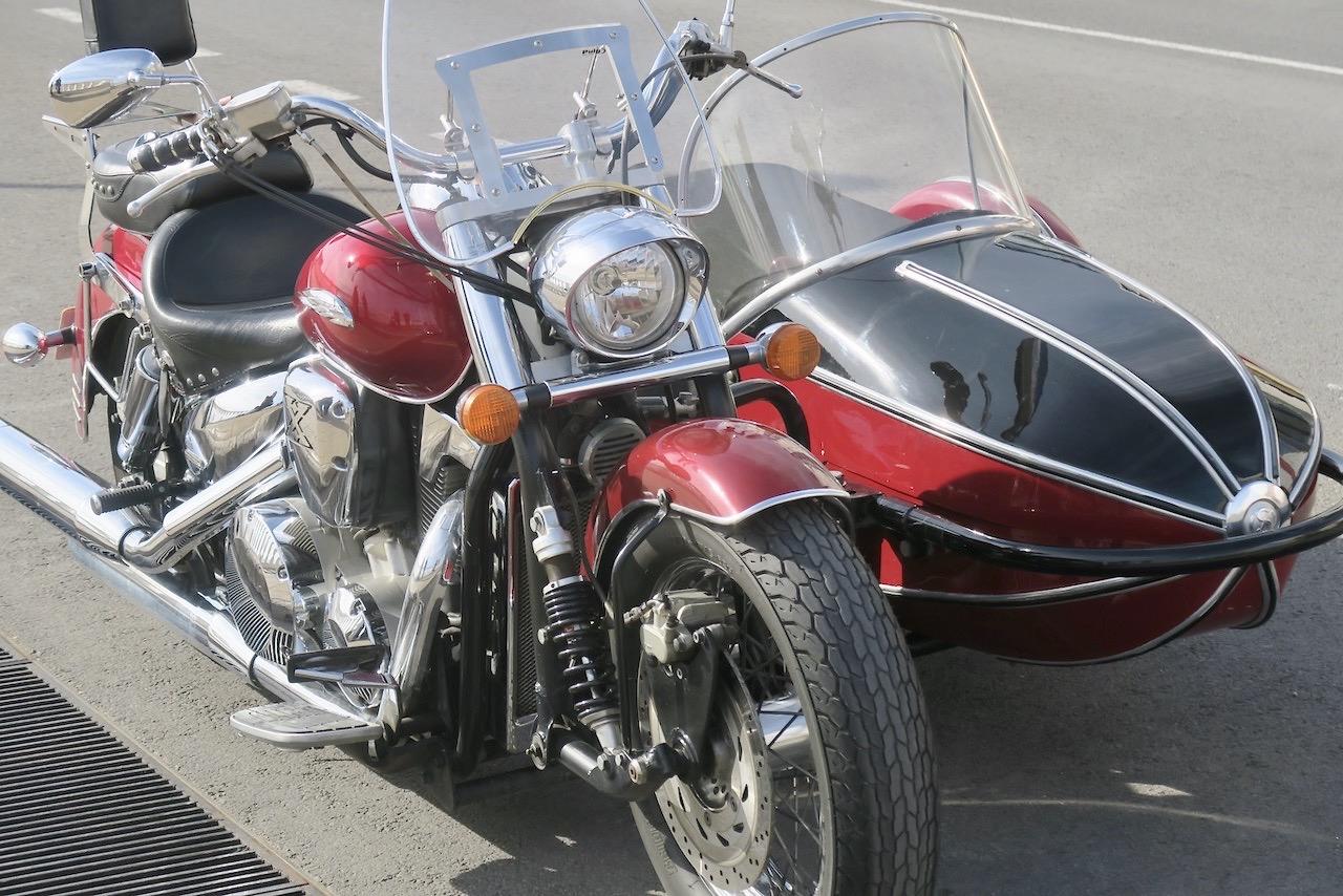 Försommar eller ej - Sen här vackra Hondan skulle jag gärna tagit en tur med. Och det oavsett årstid.