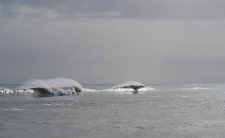 En del höga vågor vittnade om det oväder som varit.