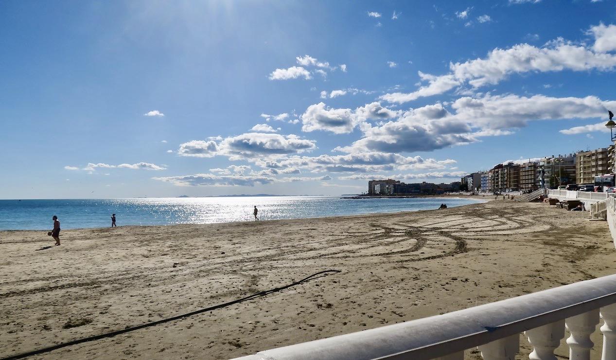 Absolut njutbart! En fin söndag i Torrevieja. Stranden Los Locos.