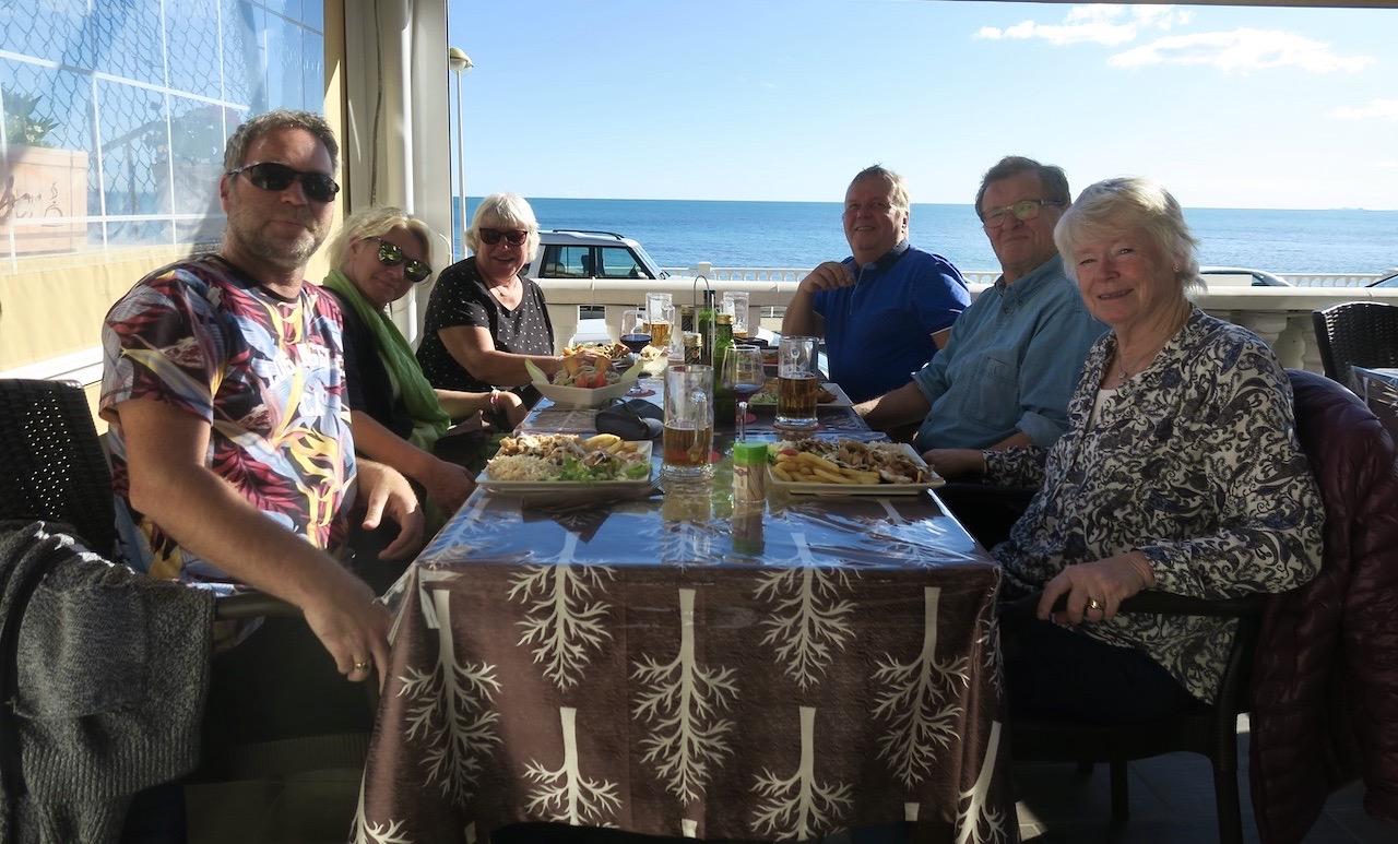 En fin söndag blev än bättre tilsammans med goda vänner , god mat och dryck. Och havsutsikt som restaurang El Sabor har på terrassen