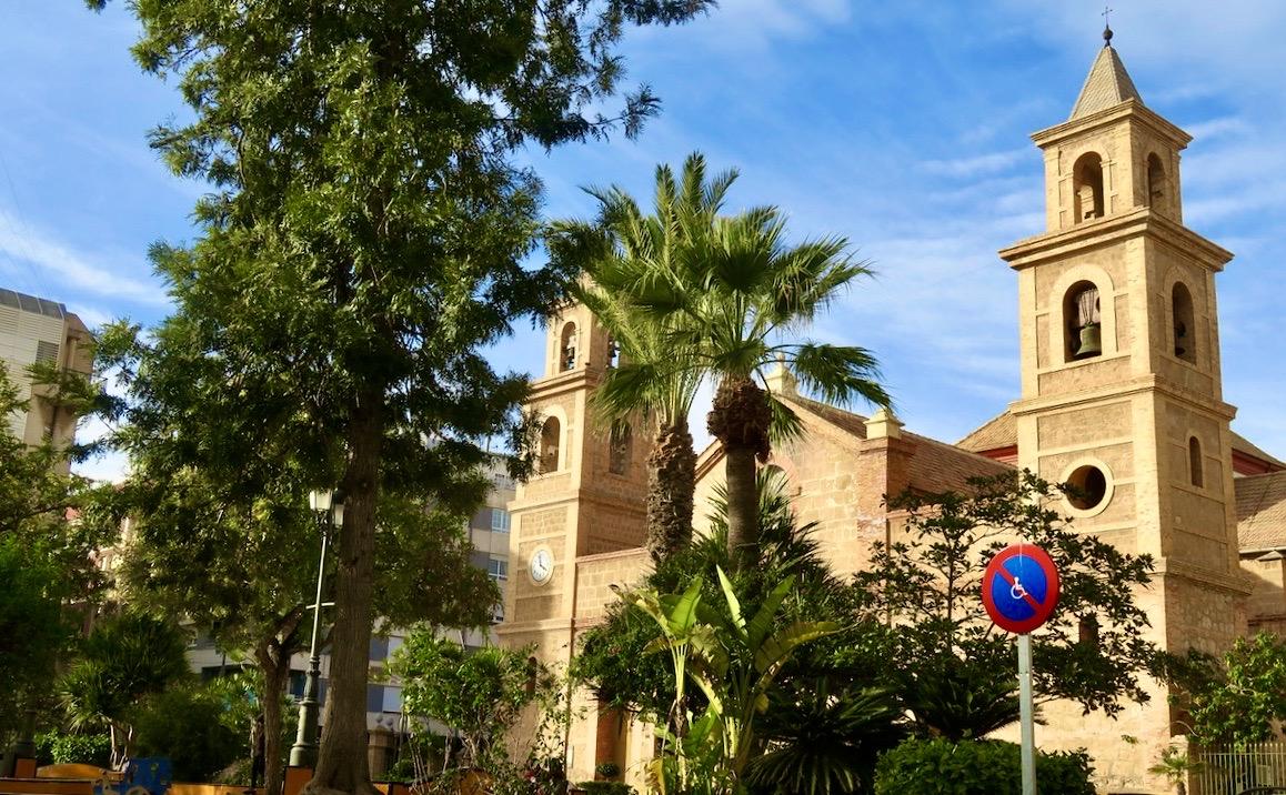 Den gamla kyrkan i Torrevieja. Här gick vi förbi under gårdagens nytta och nöje promenad