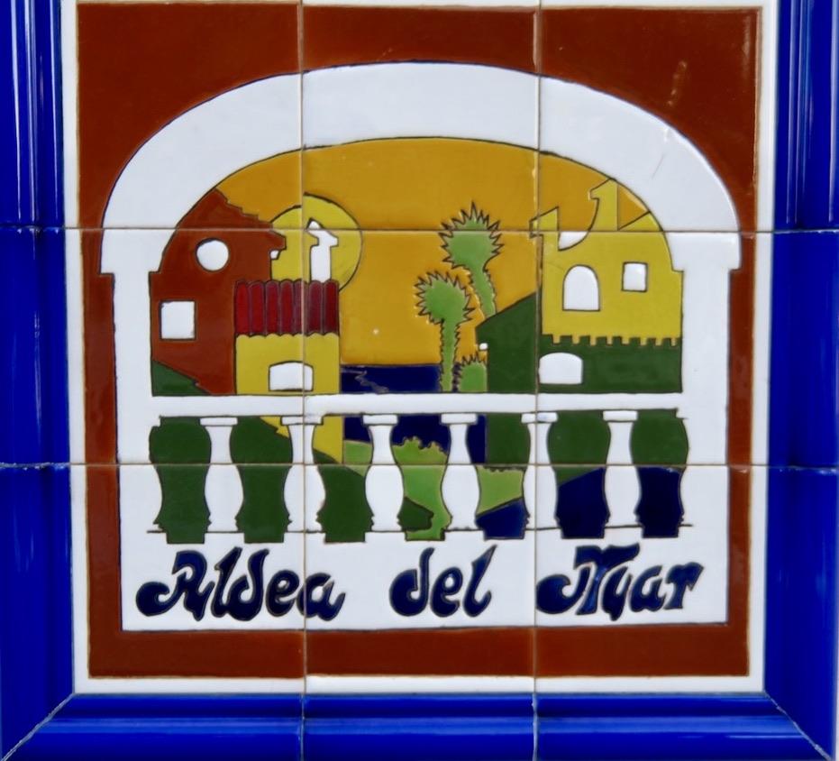 Ett färgglatt och spanskt bidrag medverkade förra veckan i Skyltsöndag. Så jag inleder även idag med färg.