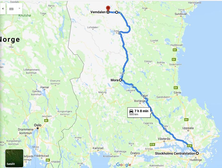 Tåg från Stockholm till Mora. Där byte till INlandsbanan och fortsatt fär till byn Röjan. Ohc sista biten bleb med buss till Vemdalsskalet.