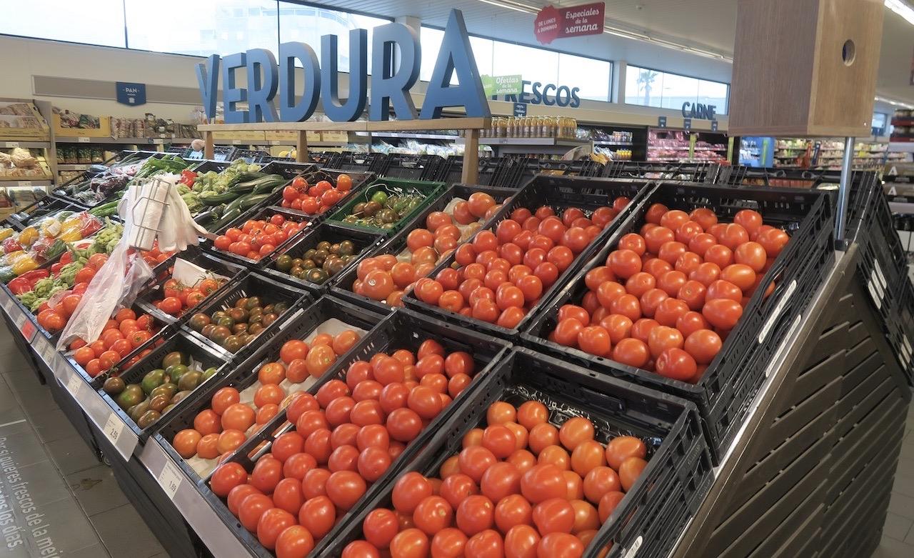 Lågprisbutiken ALDI har mycket av det mesta vad gäller mat och dryck. Tyvärr inga manuella diskar.