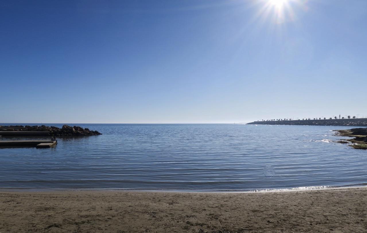 En härlig sommardag i Torrevieja. Knappast en krusning på Medelhavet.