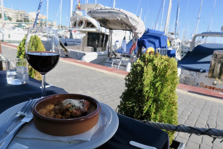 Lunchen denna sköna sommardag smakade extra bra i den maritima miljön på restaurang Nautic i Torrevieja.
