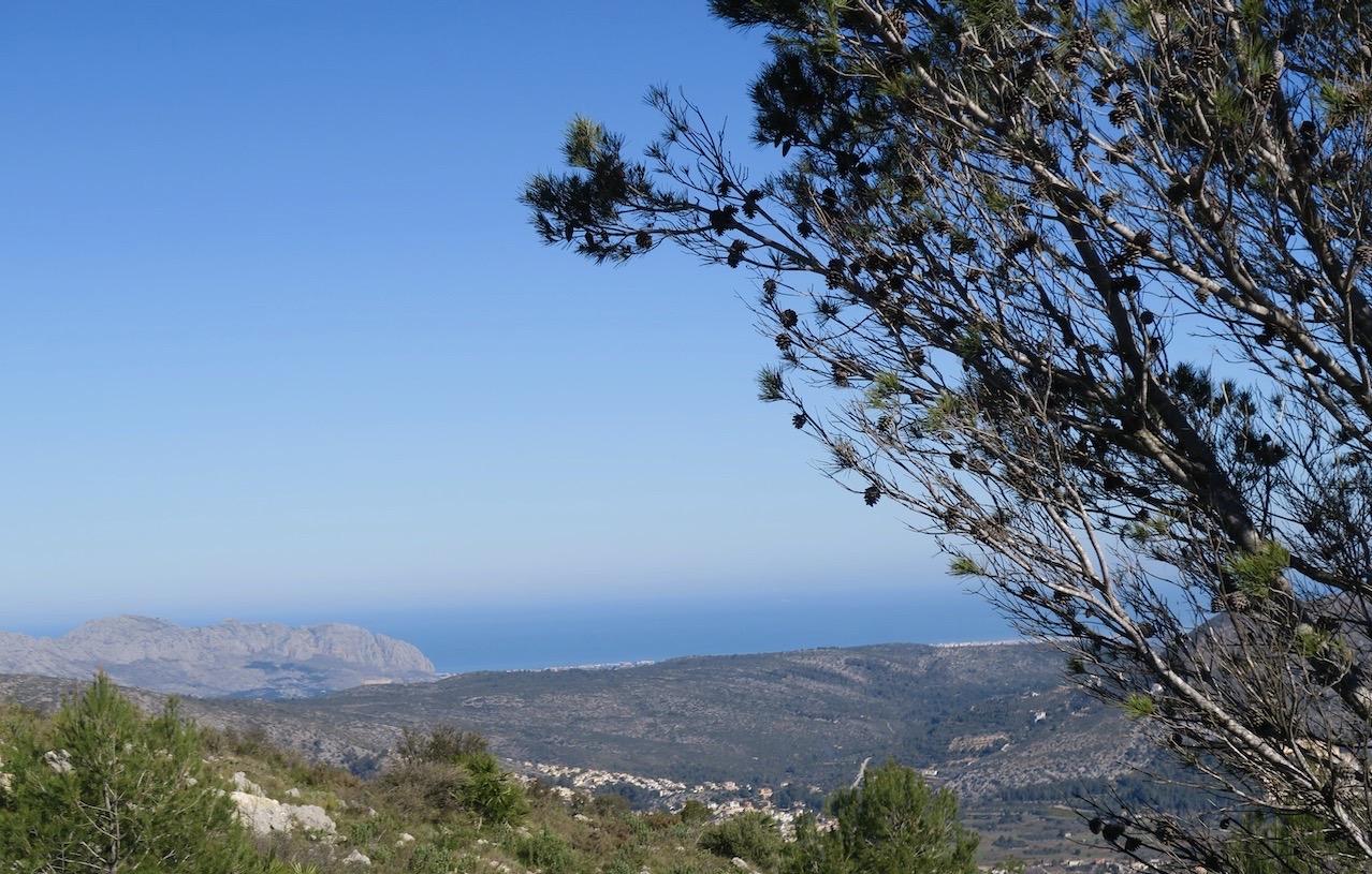 Colle de Rates 660 m.ö.h- ovanför Benidorm på Costa Blanca. Färgglatt så det förslår