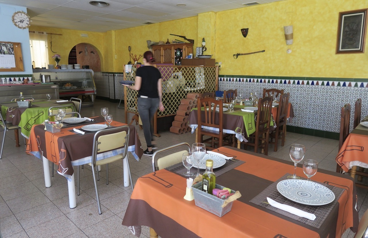 Vilket bra val av hemligt mål! Både restaurangen och byn Los Montesinos.