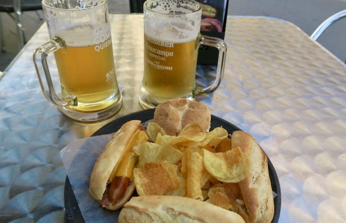 Dagens tapa, en onsdag, på 100 Montaditos Torrevieja . Dessa fina dagar sitter vi gärna utomhus.