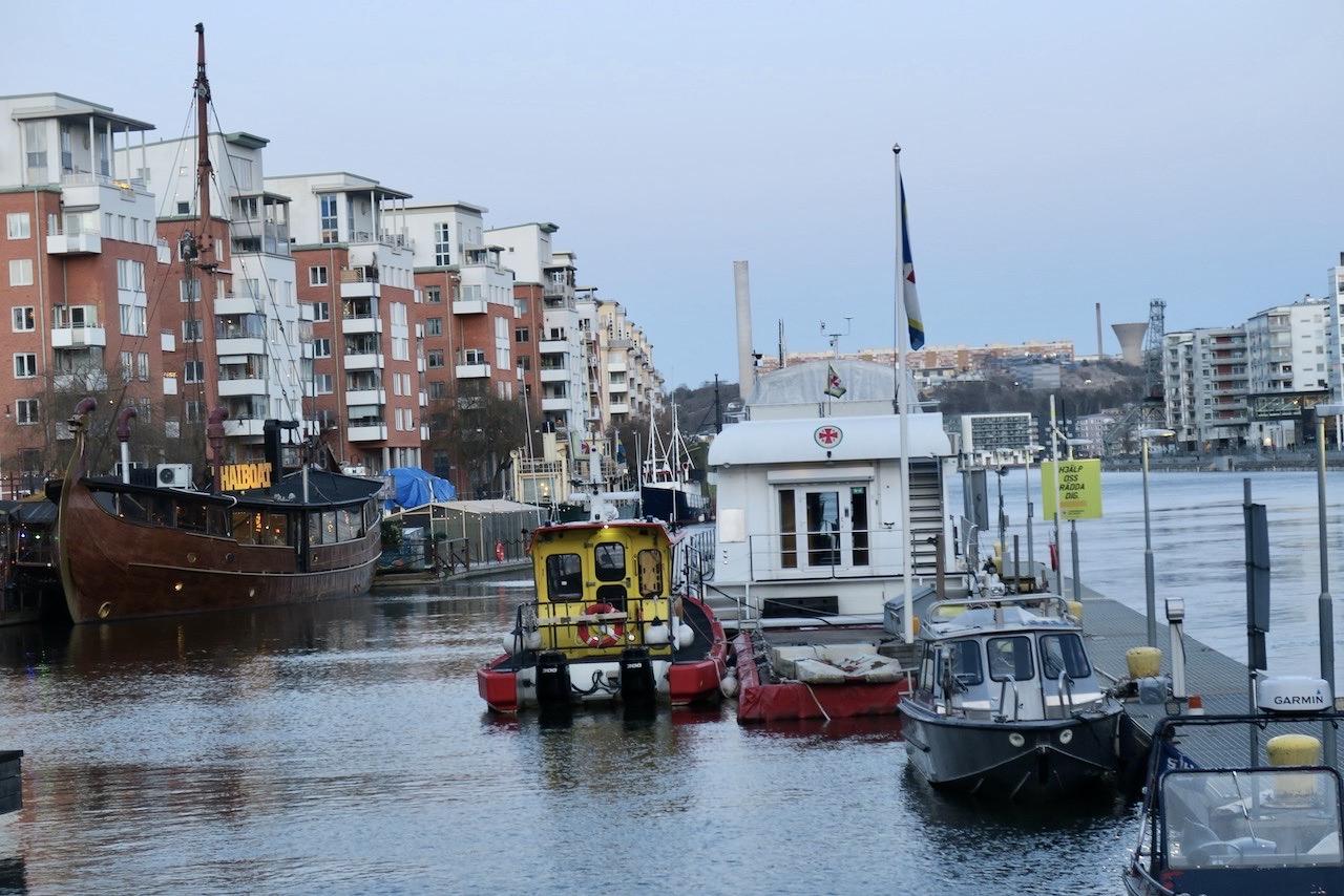 Fint att vara hemma i Stockholm igen. Här på kahen hos oss på Söder. Norra Hammarbyhamnen